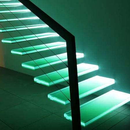 Стекло в Туле. Лестница из стекла с подсветкой